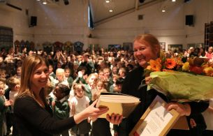 mrs-ward-receives-special-essex-award-for-25-years-in-education