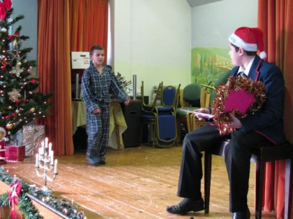 Academy Students bring Christm...