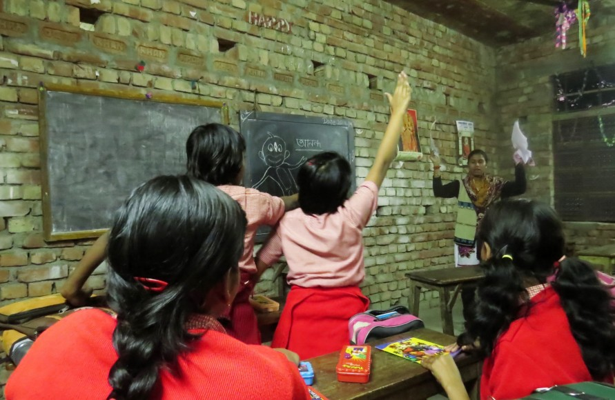 Yearn to Learn students participate in a class activity at Maharani Jotirmoyee Balika Vidyalaya