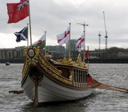 Boys Row Queen's Rowbarge, Gloriana